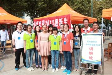 志愿者及指导老师和合影